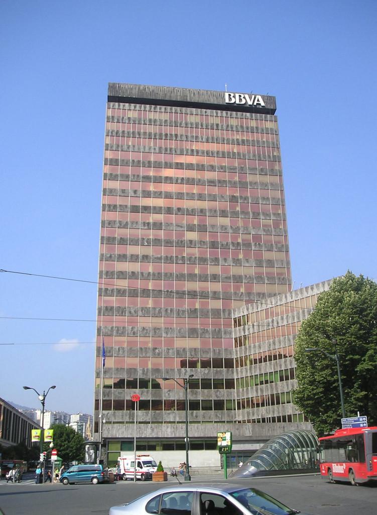 Los banqueros salen del armario gananzia for Laboral kutxa oficinas bilbao