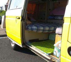 cama en furgoneta airbnb en donosti